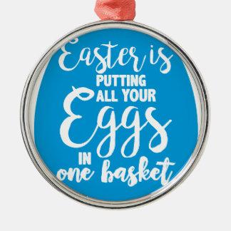 Ornement Rond Argenté Pâques met tous vos oeufs dans un panier