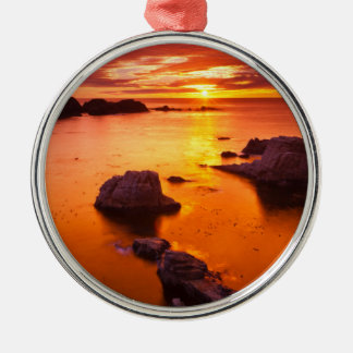 Ornement Rond Argenté Paysage marin orange, coucher du soleil, la