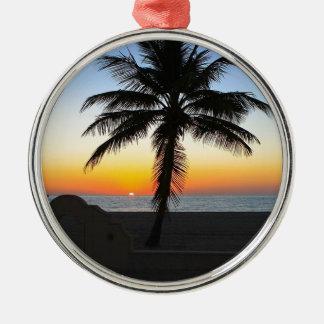 Ornement Rond Argenté Plage de sable de ciel de palmier d'aube d'aube de