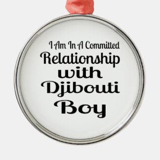 Ornement Rond Argenté Rapport avec le garçon de Djibouti