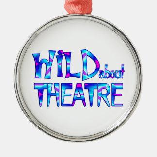 Ornement Rond Argenté Sauvage au sujet du théâtre