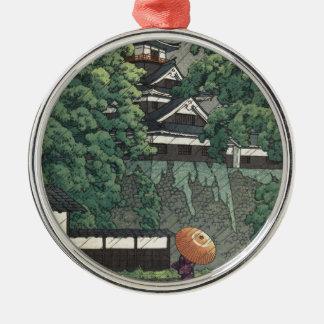 Ornement Rond Argenté Tour d'Udo, château de Kumamoto sous la pluie -