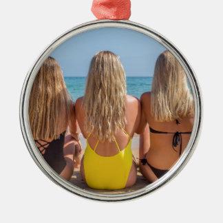 Ornement Rond Argenté Trois filles néerlandaises blondes s'asseyent sur