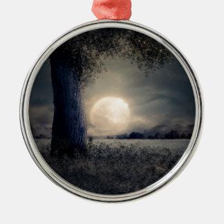 Ornement Rond Argenté Un arbre dans le clair de lune
