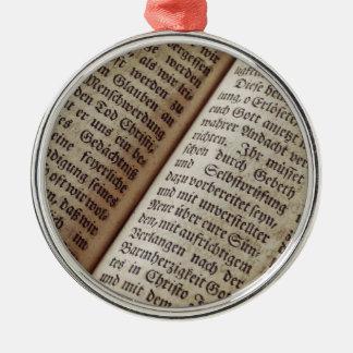 Ornement Rond Argenté Vieille bible des textes de ministère