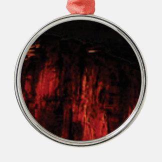 Ornement Rond Argenté visage rouge foncé de falaise