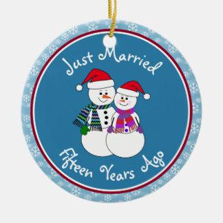 Ornement Rond En Céramique 15ème Noël de couples de neige d'amusement de