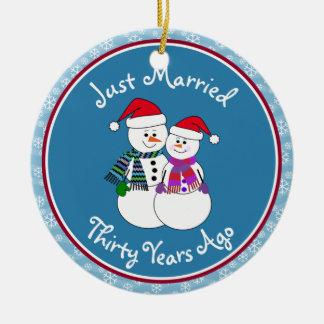 Ornement Rond En Céramique 30ème Couples de neige d'amusement de cadeau