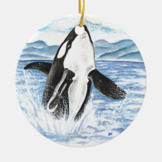 Ornement Rond En Céramique Aquarelle ouvrant une brèche la baleine d'orque