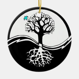Ornement Rond En Céramique Arbre de Yin Yang de noir et de blanc de la vie