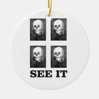 Ornement Rond En Céramique art de quatre crânes