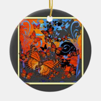 Ornement Rond En Céramique Art de temps orageux de papillons de monarque