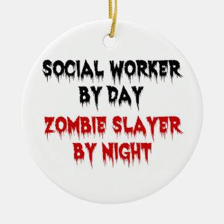 Ornement Rond En Céramique Assistant social par le tueur de zombi de jour par