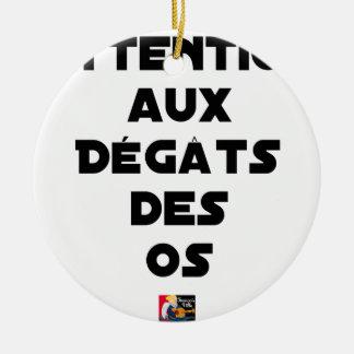Ornement Rond En Céramique ATTENTION AUX DÉGÂTS DES OS - Jeux de mots