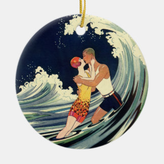 Ornement Rond En Céramique Baiser vintage d'amants d'art déco dans les vagues