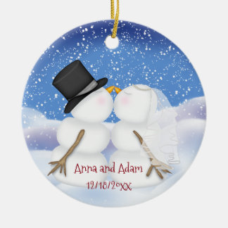 Ornement Rond En Céramique Baisers des jeunes mariés de bonhommes de neige