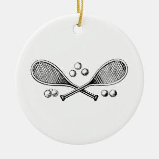 Ornement Rond En Céramique Balles de tennis croisées par cru de raquette de