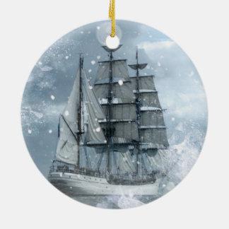 Ornement Rond En Céramique bateau de pirate vintage de tempête de neige