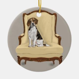 Ornement Rond En Céramique Beagle se reposant assez