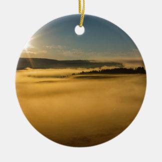 Ornement Rond En Céramique Brouillard sur le lac Yellowstone