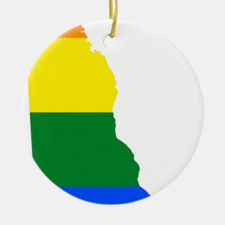 Ornement Rond En Céramique Carte de drapeau du Delaware LGBT