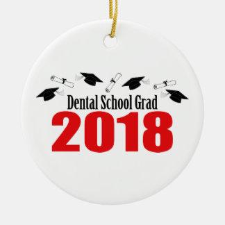 Ornement Rond En Céramique Casquettes et diplômes du diplômé 2018 d'école