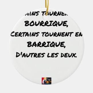 ORNEMENT ROND EN CÉRAMIQUE CERTAINS TOURNENT EN BOURRIQUE, CERTAINS TOURNENT