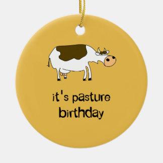 Ornement Rond En Céramique C'est vache drôle à anniversaire de pâturage