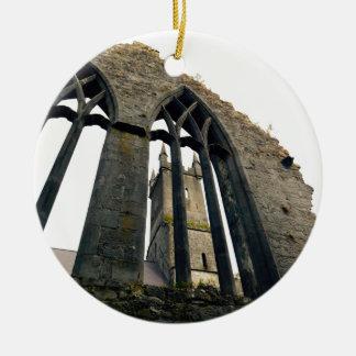Ornement Rond En Céramique Château irlandais - forteresse - près des portes