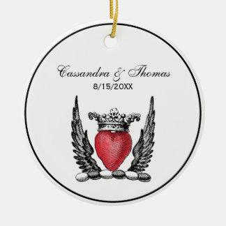 Ornement Rond En Céramique Coeur héraldique avec le manteau d'ailes de la