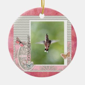 Ornement Rond En Céramique Colibri extraordinaire de vol, rose, cadre gris
