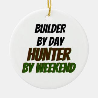 Ornement Rond En Céramique Constructeur par le chasseur de jour par week-end