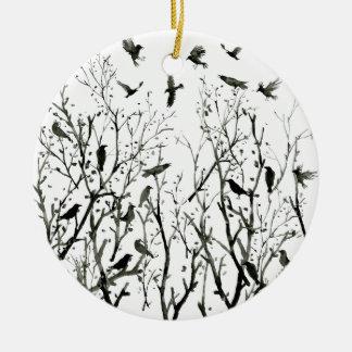 Ornement Rond En Céramique Corneilles d'aquarelle en bois au noir de nuit