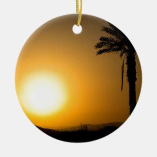 Ornement Rond En Céramique Coucher du soleil andalou d'or avec le palmier de