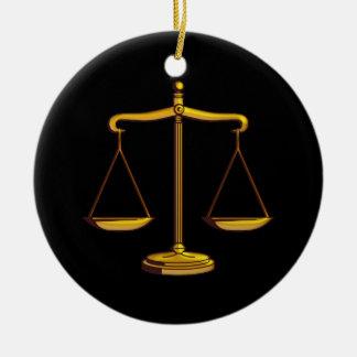 Ornement Rond En Céramique Échelles des cadeaux de loi de la justice |