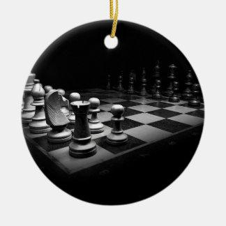 Ornement Rond En Céramique Échiquier blanc noir du Roi de pièces d'échecs