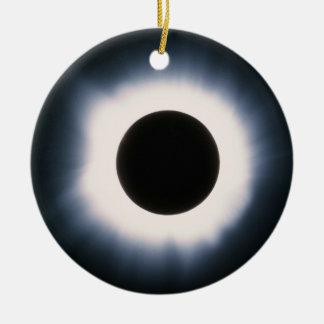 Ornement Rond En Céramique Éclipse solaire totale en noir et blanc