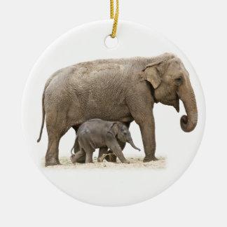 Ornement Rond En Céramique Éléphants asiatiques de mère et de bébé