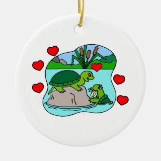 Ornement Rond En Céramique Entouré par l'amour de tortue