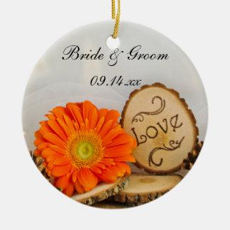 Ornement Rond En Céramique Épouser rustique en bois de marguerite orange