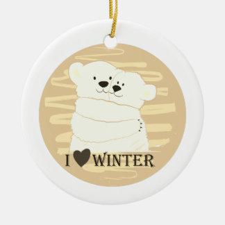 Ornement Rond En Céramique Étreinte blanche polaire d'hiver d'amour de