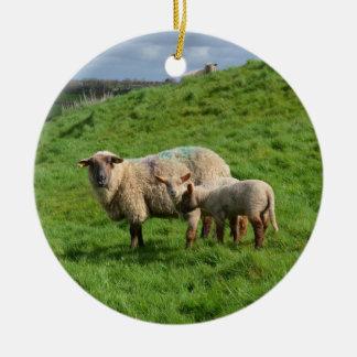 Ornement Rond En Céramique Famille de moutons