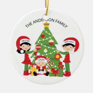 Ornement Rond En Céramique Famille mignonne de fête de Noël personnalisé par