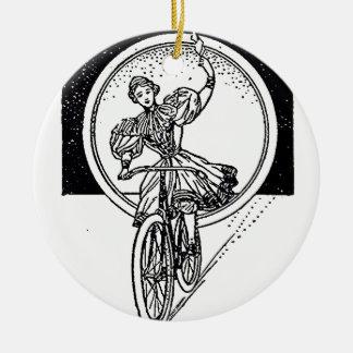 Ornement Rond En Céramique Fille vintage d'illustration sur la bicyclette