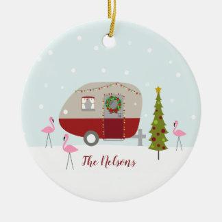 Ornement Rond En Céramique Flamants de remorque de campeur de Noël rétros