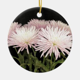 Ornement Rond En Céramique Fleurs blanches violettes de chrysanthème sur le