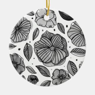 Ornement Rond En Céramique Fleurs d'aquarelle et d'encre - noires et blanches