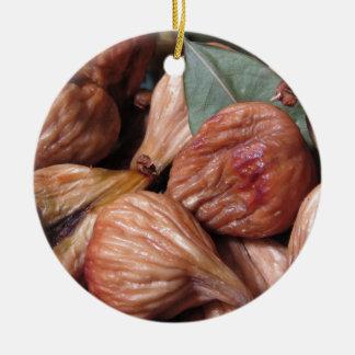 Ornement Rond En Céramique Fruits d'automne. Plan rapproché des figues sèches