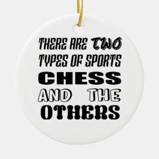 Ornement Rond En Céramique Il y a deux types des échecs et de d'autres de