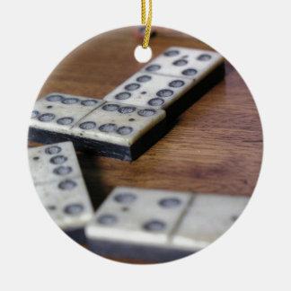 Ornement Rond En Céramique Jeu vintage en bois de dominos de domino de